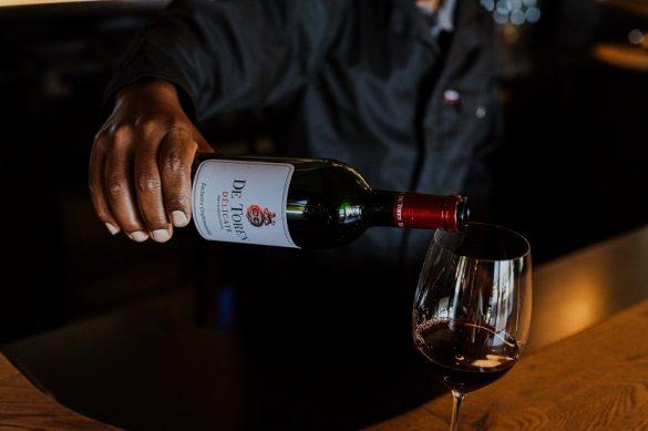 DeToren wine bottle pouring